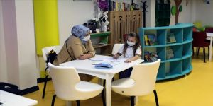 Fatih'in ilk çocuk kütüphanesi minik okurlarla buluştu