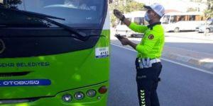 Kocaeli'de Ayakta yolcu kısıtlaması kuralına uymayan sürücülere ceza