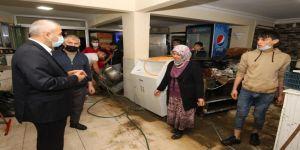 Gebze'de meydana gelen sağanak yağıştan dükkanlar zarar gördü