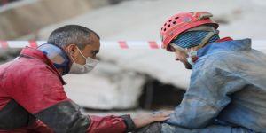 Arama kurtarma görevlisi gözyaşlarına hakim olamadı: Hepimiz insanız