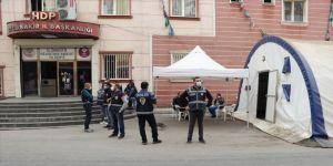 HDP il binasında PKK'lı teröristlere ait bilgilerin yer aldığı dokümanlar bulundu