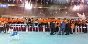 AKP Kocaeli kongresinde gençler,sosyal mesafe kuralını hiçe saydı