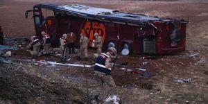 Şanlıurfa'da Irak uyrukluları taşıyan yolcu otobüsü devrildi: 29 yaralı