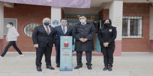 Darıca Belediyesi'nden okullara dezenfektan standı