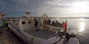 Balıkesir'de Türk kara sularına itilen 27 sığınmacı kurtarıldı