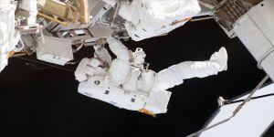 Rus kozmonotlar, UUİ'ye gönderilecek yeni laboratuvara hazırlık için uzay yürüyüşüne çıktı