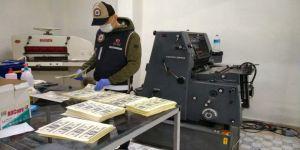 Çayırova'da milyonluk sahte dolarları piyasaya sürmeye çalışırken yakalandılar