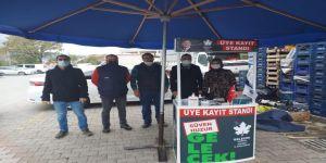 Gelecek Partisi ilk üyelik standını Gölcük'te kurdu
