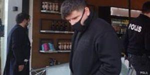 Gebze Tatlıkuyu Mahallesi'nde kontrolden çıkan araç kasap dükkanına girdi