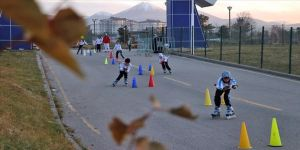 Patenli çocuklar geleceğin kayak sporcusu olmaya hazırlanıyor