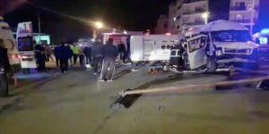 Hatay'da tarım işçilerini taşıyan midibüs ile minibüs çarpıştı: 16 yaralı