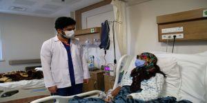 Ambulans uçakla Samsun'a getirilen Afgan doktor Türkiye'ye minnettar