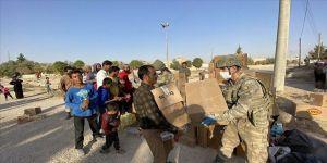 Mehmetçik, Barış Pınarı bölgesinde insani yardım elini uzatmayı sürdürüyor