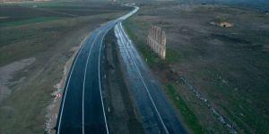 Edirne'de tarihi hastane duvarının korunması için yol kaydırıldı