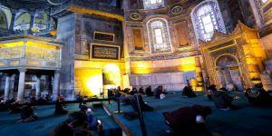 Cumhurbaşkanı Erdoğan Ayasofya Camisi'ne hat tablosu bağışladı