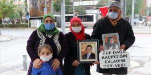 HDP İzmir İl Başkanlığı önündeki 'evlat nöbeti' devam ediyor
