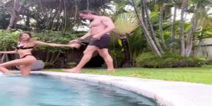 Havuzda aşka gelen Şevval Şahin  öpüşme anını paylaştı
