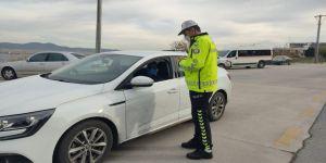 Gölcük'te hız limitine uymayan araç sürücülerine ceza yağdı