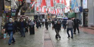 Kocaeli'de sokaklar tıklım tıklım doldu