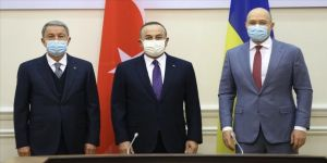 Akar ve Çavuşoğlu, Ukrayna Başbakanı Şmıgal ile görüştü
