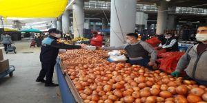 Gebze'de pazarcılara koruyucu maske