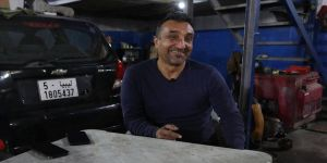 Libya'da oto tamirciliği yapan Mustafa Usta'nın hayali bir gün memleketi Adana'ya dönmek