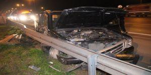 TEM Otoyolu'nda hafif ticari araç ve kamyon çarpıştı