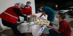 Türk Kızılay Darıca Şubesi'nden sağlık ekiplerine sıcak çorba ikramı