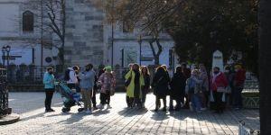Kısıtlamada Sultanahmet Meydanı'na turist akını