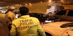 D100 Karayolu'nda 6 aracın karıştığı zincirleme trafik kazası