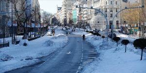 İspanya'da soğuk hava dalgası ulaşımı, eğitimi ve Kovid-19 aşılamasını etkiledi