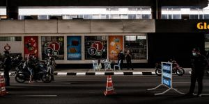 Malezyalılar yeniden uygulamaya giren sokağa çıkma yasağına alışmaya çalışıyor