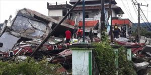 Endonezya'daki depremde ölenlerin sayısı 56'ya yükseldi