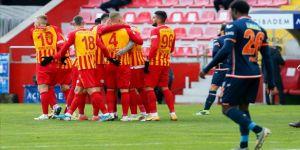 Kayserispor Medipol Başakşehir'i 2 golle geçti