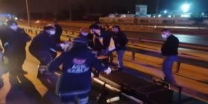 Gebze'de trafik kazası ! Sürücü araç içerisinde sıkıştı