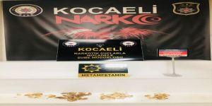 Kocaeli'de durdurulan bir yolcu otobüsünde,3 şahsın midesinde,uyuşturucu ele geçirildi