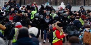 Rusya'da binlerce kişi Navalnıy'ın tutuklanmasını protesto etmek için sokağa çıktı