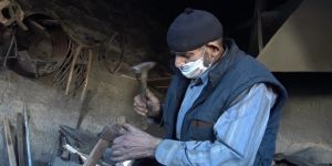 Balıkesirli 85 yaşındaki Mehmet usta ömrünü demirciliğe adadı