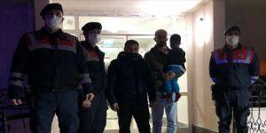 Elazığ'da kaybolan ve soğuktan etkilenen 3 yaşındaki çocuğu jandarma buldu