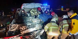 Balıkesir'de işçi servisi tırla çarpıştı 3 kişi öldü, 9 kişi yaralandı