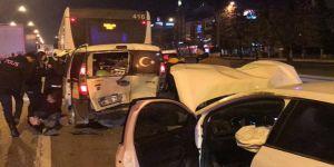 İzmitte  trafik kazasında 2 kişi yaralandı.