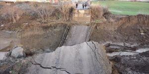 Tekirdağ'da şiddetli yağış nedeniyle köprü yıkıldı