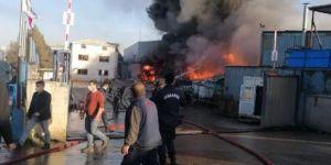 Gebze'de bir geri dönüşüm fabrikasında yangın çıktı.