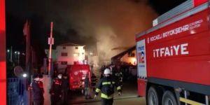 Geri Dönüşüm Fabrikasında 2 kişinin yaralandığı yangın kontrol altına alındı