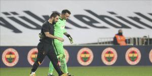 Galatasaraylı futbolcu Muslera: Geçen sezonki gibi güzel bir galibiyet aldık