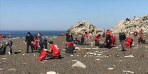 Türk Kızılay gönüllüleri Kozlu Sahili'nde temizlik yaptı