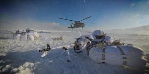 Komandolar zorlu hava şartlarında terörle mücadeleyi sürdürüyor