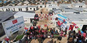 Sadakataşı Derneği, İdlib'de inşasını tamamladığı 308 briket evi ihtiyaç sahiplerine teslim etti