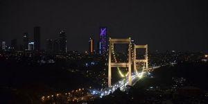 İstanbul'un köprüleri, Çocukluk Çağı Kanser Günü'ne dikkati çekmek için ışıklandırıldı
