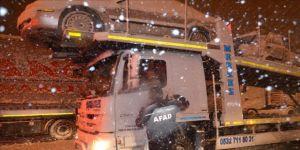 Kar ve tipiden kapanan Balıkesir-Susurluk kara yolunu açma çalışmaları sürüyor